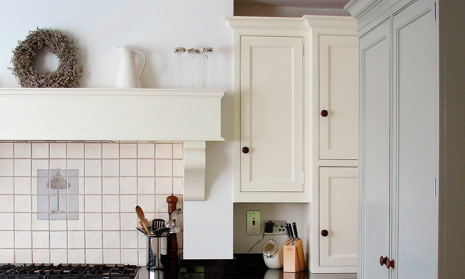 javascript:; Otford. A classic handmade, hand-painted, Shaker style kitchen, installed in a traditional farmhouse and featuring a built in Bang & Olufsen music system. A bespoke hand-crafted kitchen manufactured by the skilled cabinet makers at Mounts Hill Woodcraft.